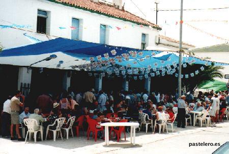 Gente comiendo en la Venta Pastelero en la Feria de 2001