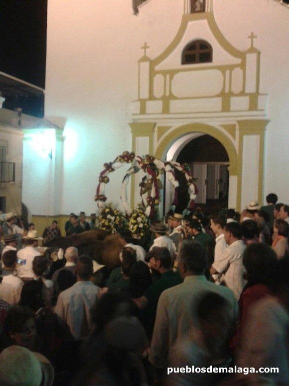 San Isidro entrando en la Iglesia de Almogía