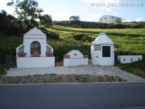 """Fuente de Lo Bernabe en Pastelero con """"Santuario""""."""